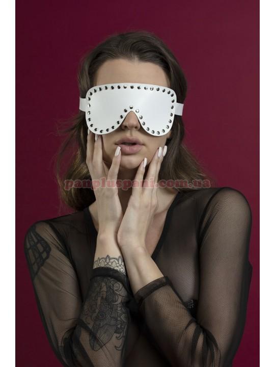 Маска на очі Feral Feelings Blindfold Mask з заклепками біла
